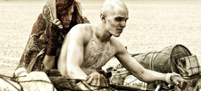 kinopoisk.ru-Mad-Max_3A-Fury-Road-2530289