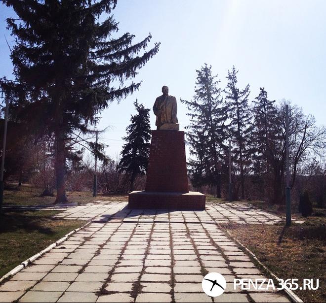 Поселок Шемышейка. Памятник  В.И. Ленину