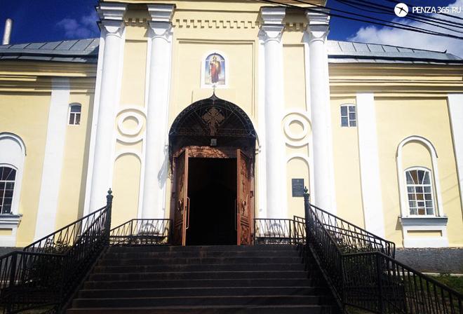 Поселок Мокшан. Церковь Михаила Архангела. фото
