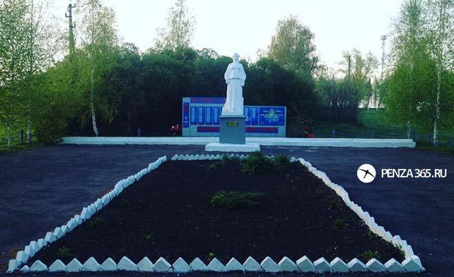 Село Вирга, памятник «Родина – Мать»