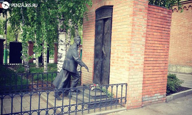 Памятник В.Э. Мейрхольду.