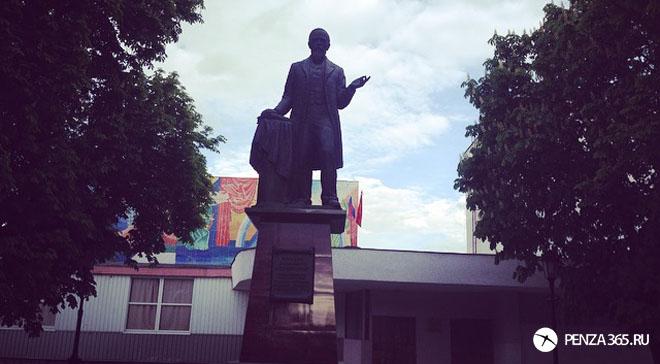 памятник ключевскому