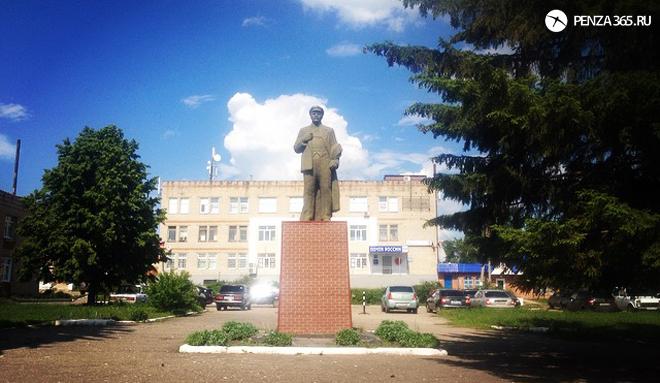 Поселок Мокшан. Памятник В.И. Ленину