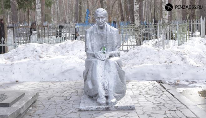 Памятник советским воинам. Некрополь «Скорбящая мать» фото пенза